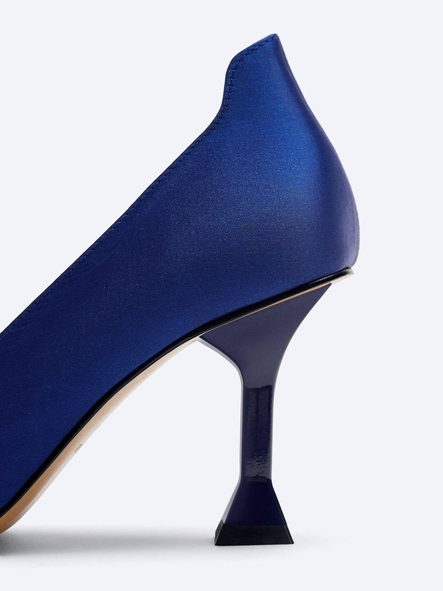 Estos zapatos de salón de Uterqüe son para fanáticas de 'Sexo en Nueva York'. (Cortesía)