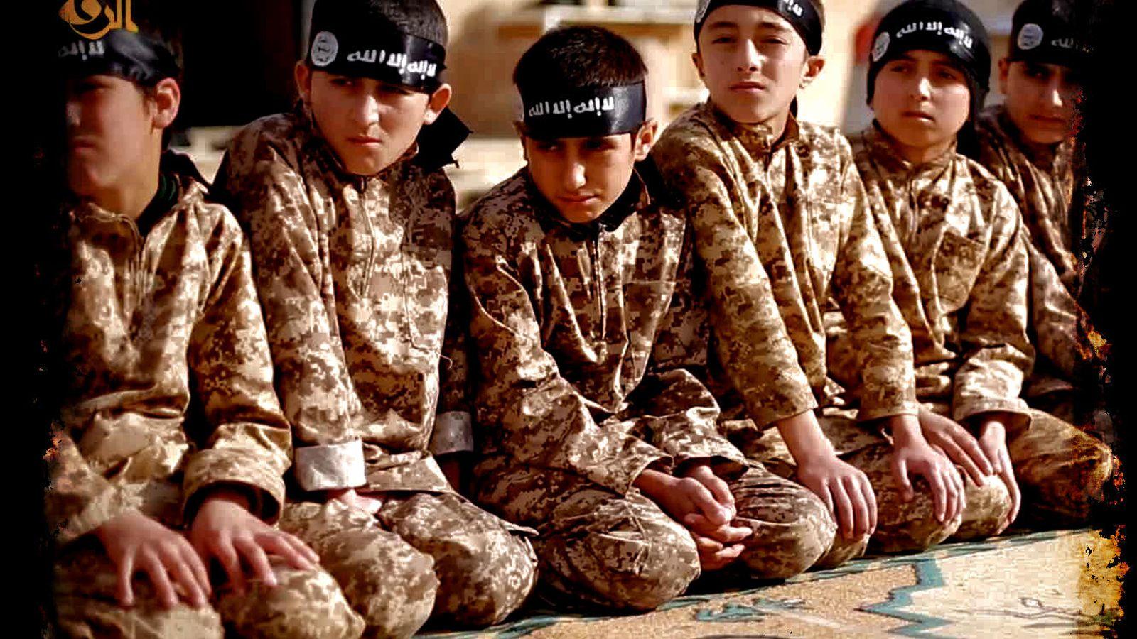 a5299d1a9ed2 Estado Islámico: Bragas rojas y medias de rejilla en las tiendas ...