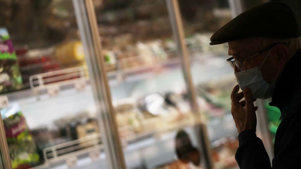 Foto: Un hombre en un supermercado Dia. (Reuters)