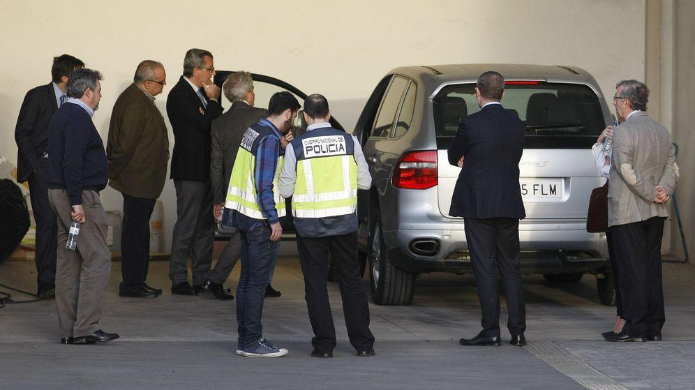 Foto: Inspeccionan la escena del crimen de la viuda de Sala. (EFE)