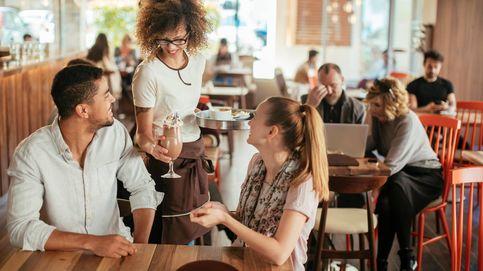 Cuidado con los camareros: así logran colarte todos sus trucos