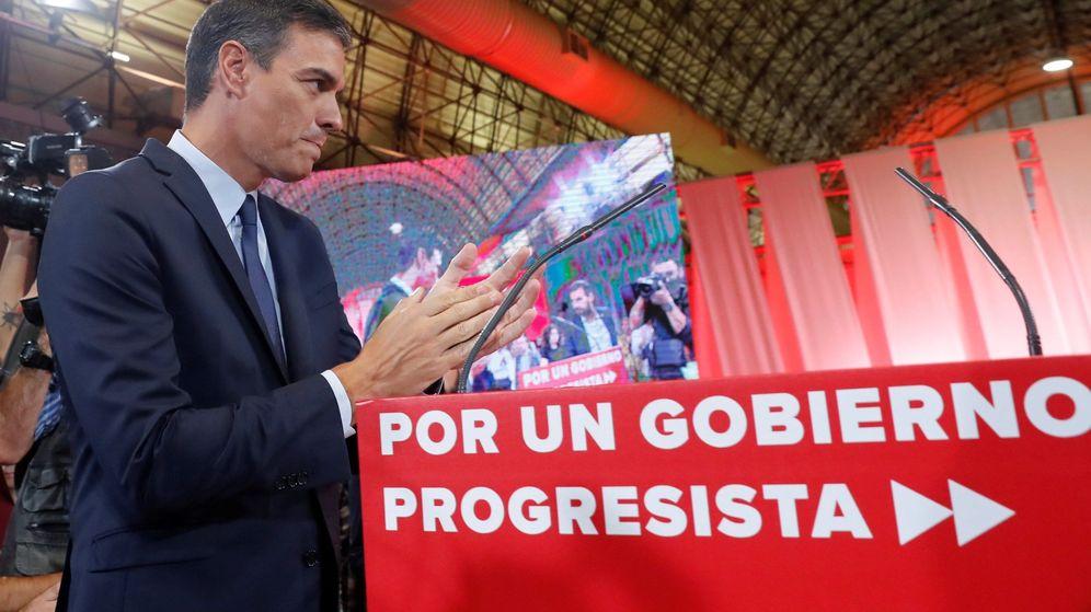 Foto: El presidente del Gobierno en funciones y secretario general del PSOE, durante la presentación del acuerdo programático. (EFE)