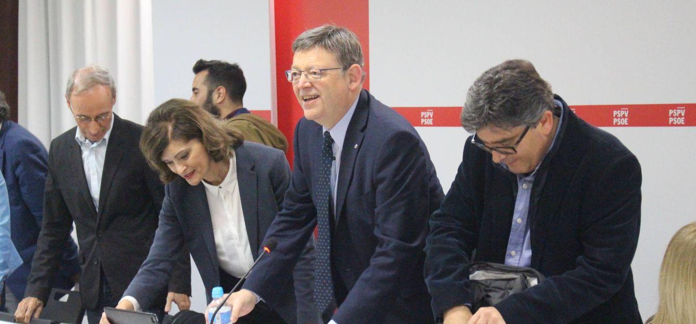 Ximo Puig y, a su izquierda, su secretario de Organización, Alfred Boix, el pasado martes en la ejecutiva del PSPV. (EFE)