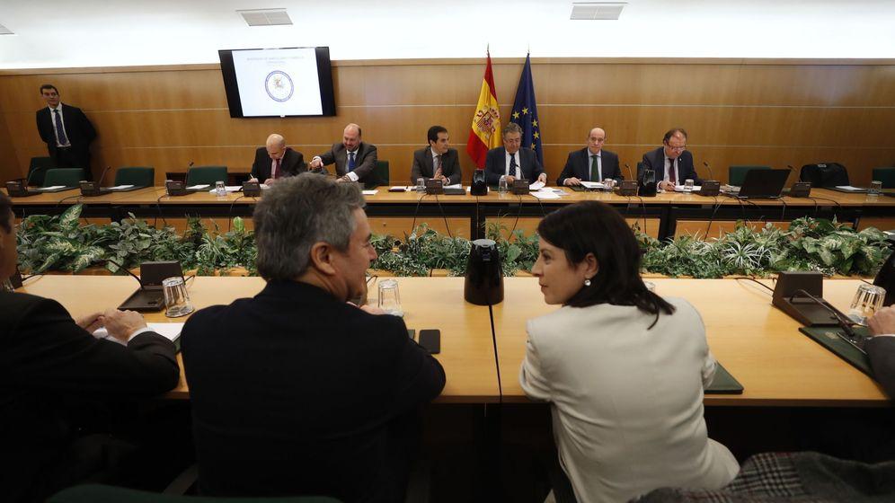Foto: El ministro del Interior, Juan Ignacio Zoido, y el secretario de Estado de Seguridad, José Antonio Nieto, presiden la reunión del pacto antiyihadista. (EFE)