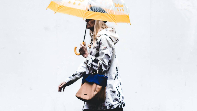 Bajo la lluvia y con estilo. (Jack Finnigan para Unsplash)