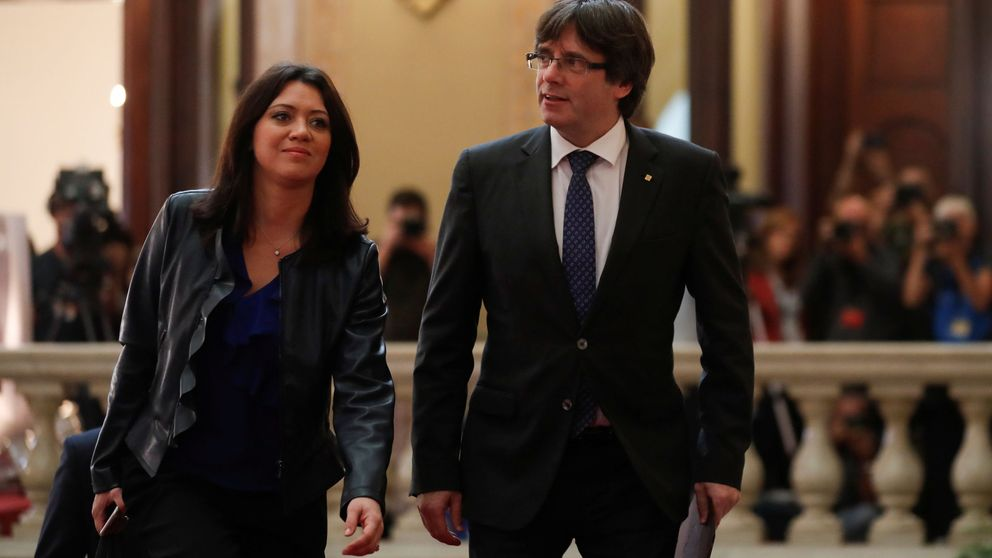 La desaparecida primera dama catalana reaparece del brazo de Puigdemont