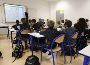 Foto: Francia, a un paso de prohibir los móviles en clase