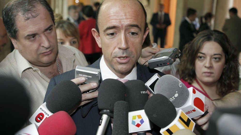 Foto: Manuel Lamela, durante una comparecencia cuando era consejero. (EFE)