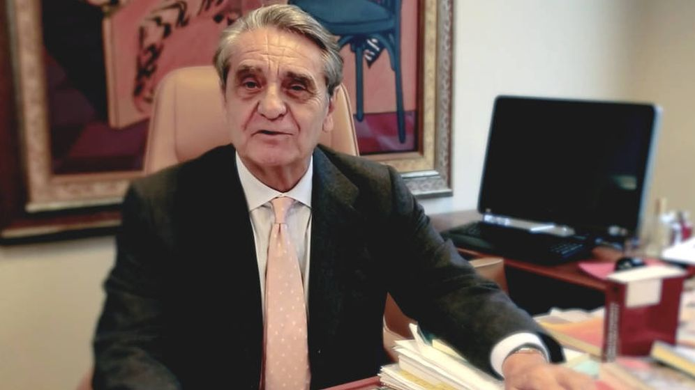 Foto: José Manuel Serrano Alberca, en su despacho. (YouTube)