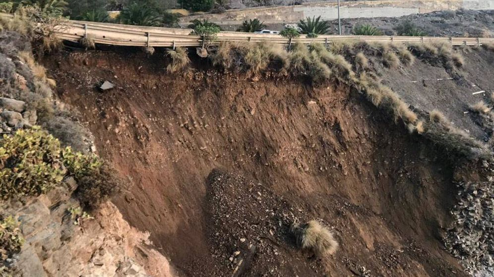 Foto: Un derrumbe bajo la GC-1 obligó al cierre del carril central a la entrada de Las Palmas de Gran Canaria. (Carreteras GC)