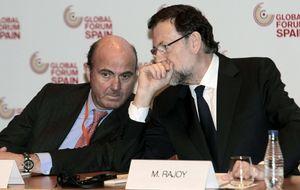 La campaña de Rajoy: aluvión de buenos datos económicos y bajada de impuestos final