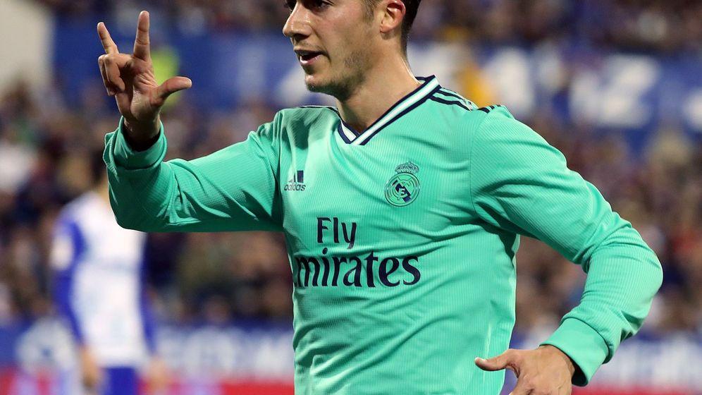 Foto: Lucas Vázquez celebra el gol contra el Zaragoza en La Romareda. (EFE)