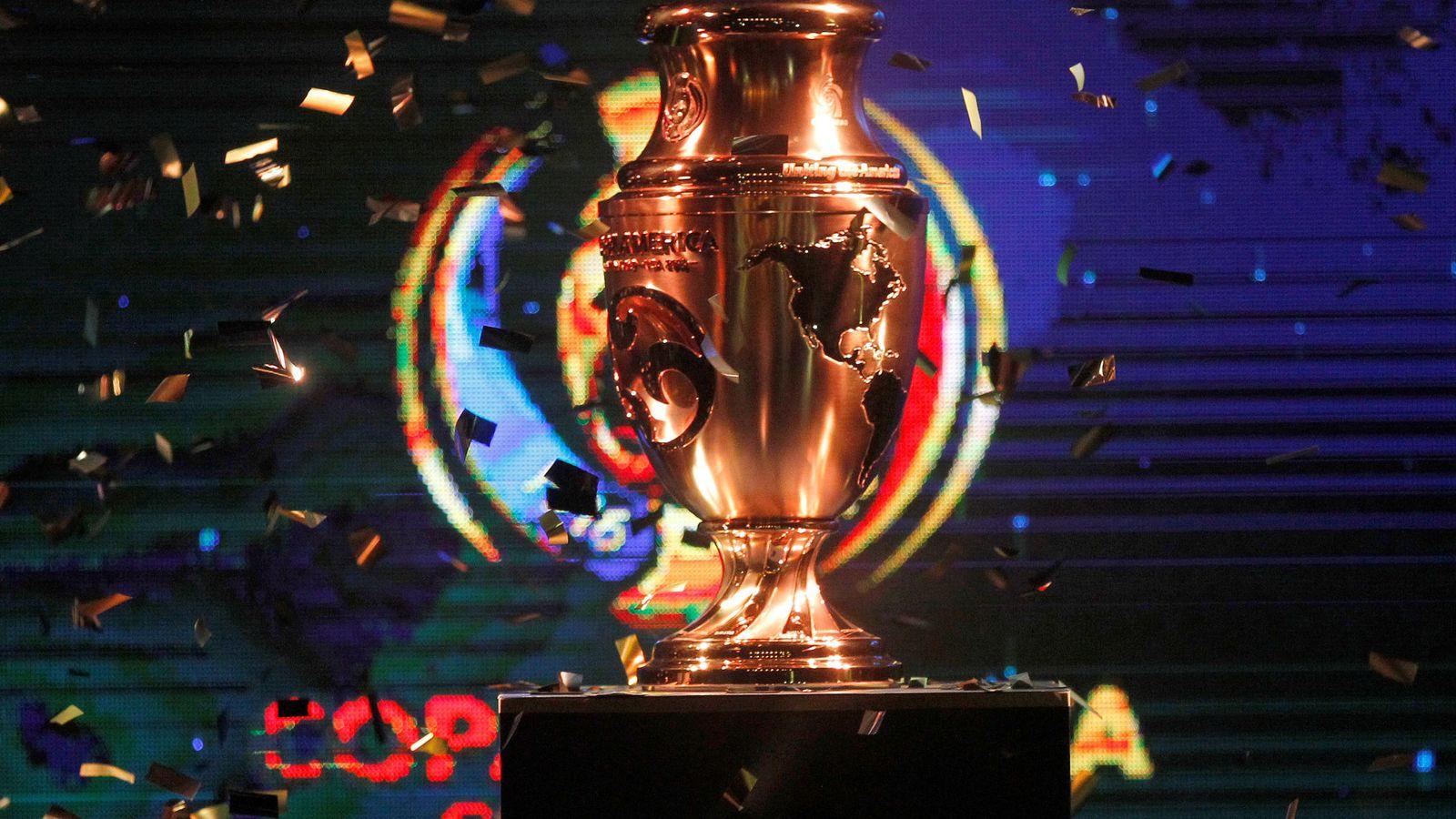 Foto: El nuevo trofeo que será entregado al campeón (John Vizcaino/Reuters).