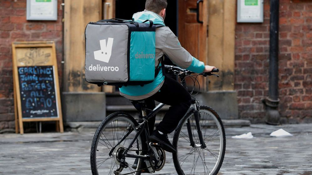 Foto: Un trabajador de Deliveroo, en Liverpool. (Reuters)