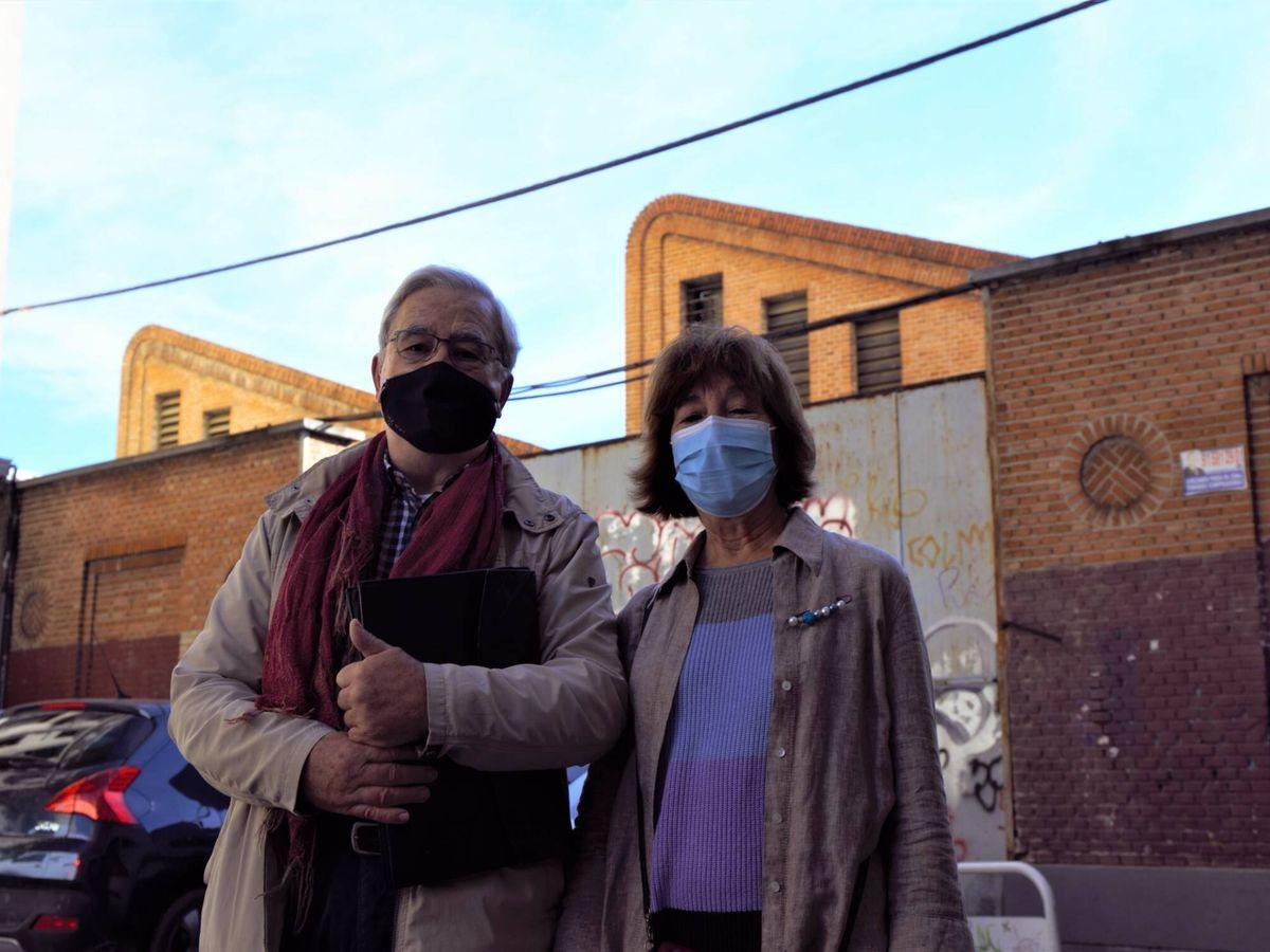 Foto: Miguel Ángel y María, miembros de la asociación Defensa del Parque Móvil. (M. Z.)