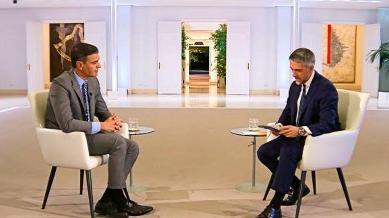 Sánchez y el periodista Carlos Franganillo, en la entrevista de TVE