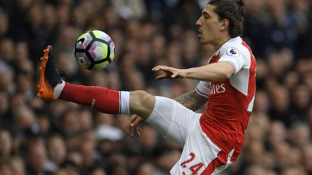 Foto: Héctor Bellerín, lateral derecho del Arsenal, durante un partido de la Premier. (Reuters)