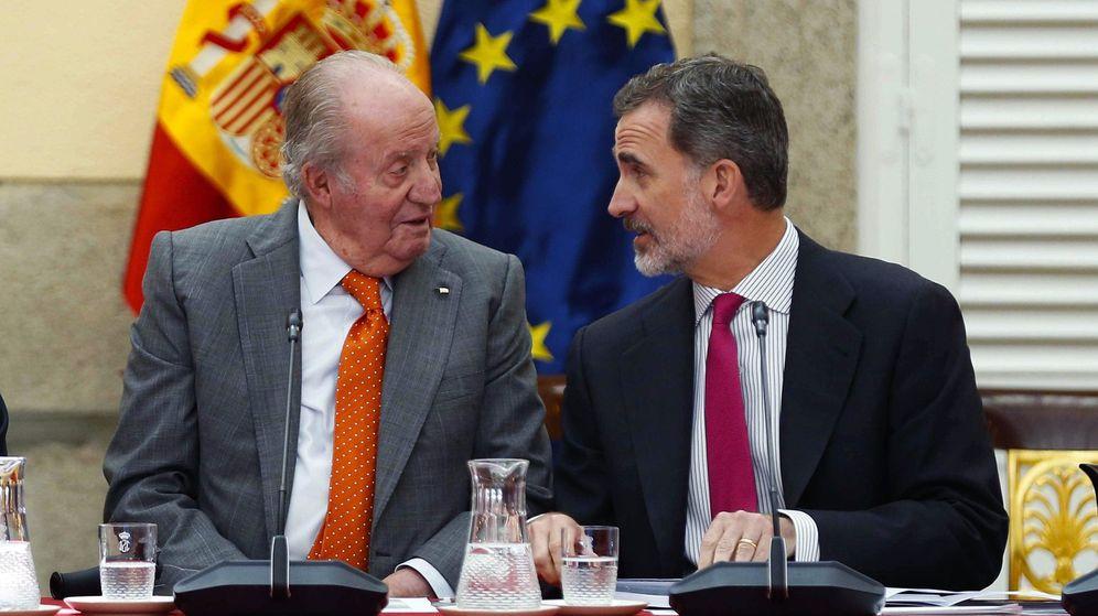 Foto: Rey emérito Juan Carlos, junto a su hijo, el Rey Felipe VI. (EFE)
