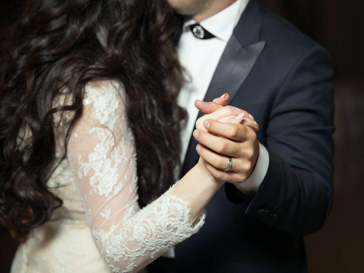 Foto: Elegir la canción del primer baile de casados. ( Alvin Mahmudov para Unsplash)