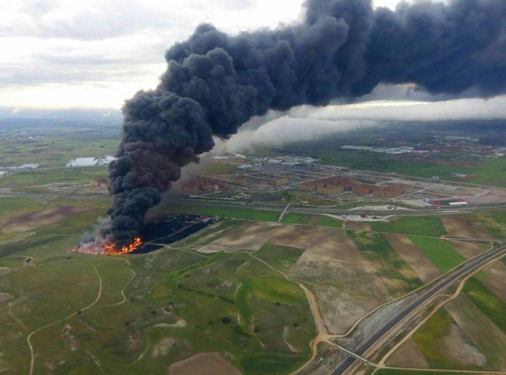 Foto: Imagen aérea del incendio en Seseña. (Foto publicada en Twitter por @AlvinGLG)