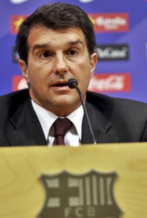 Laporta dice que Ronaldinho y Eto'o deberían irse por la puerta grande, como Rijkaard