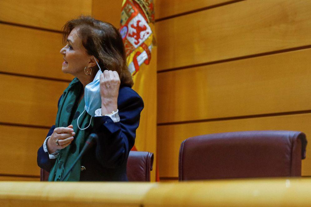 Foto: La vicepresidenta primera del Gobierno, Carmen Calvo, este 13 de mayo en la Comisión Constitucional del Senado. (EFE)