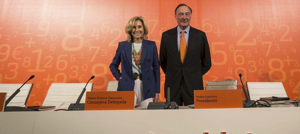 Foto: Foto de archivo de la consejera delegada de Bankinter, María Dolores Dancausa, junto al presidente de la entidad, Pedro Guerrero, durante la Junta General