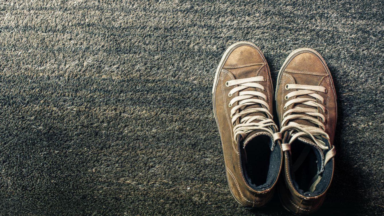 Foto: Cada uno en su casa y los zapatos en el felpudo. (iStock)