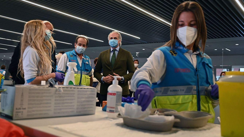Sanidad y CCAA acuerdan que AstraZeneca se use con trabajadores esenciales mayores de 65