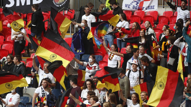 Importante presencia de aficionados alemanes. (EFE)
