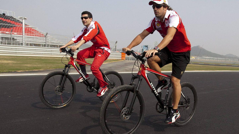 Fernando Alonso loves cycling. (EFE)