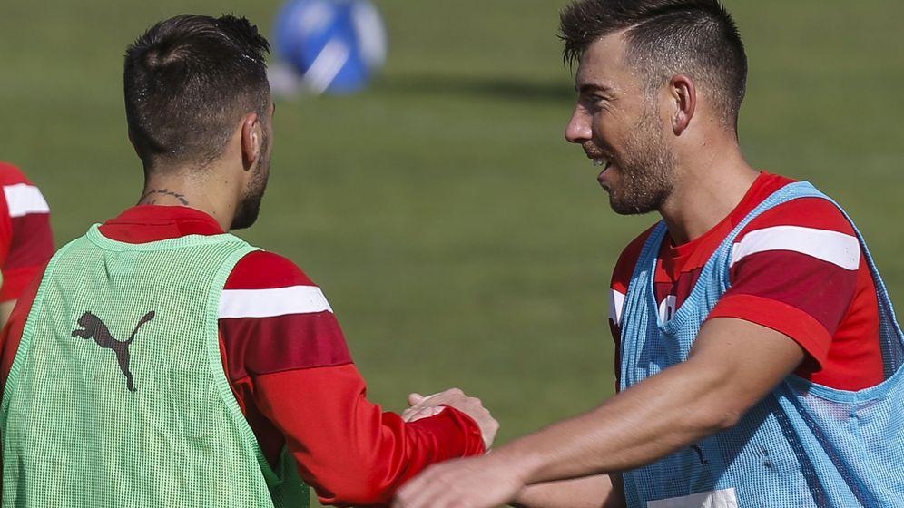 Foto: - Los jugadores del Eibar Antonio Luna (i) y Sergi Enrich han vuelto a entrenar. (Efe)