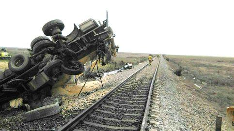 Un fallecido tras la colisión de un tren de pasajeros y un camión en Toledo