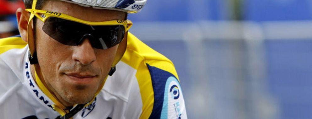 Foto: 'Puñalada' del Astana a Alberto Contador