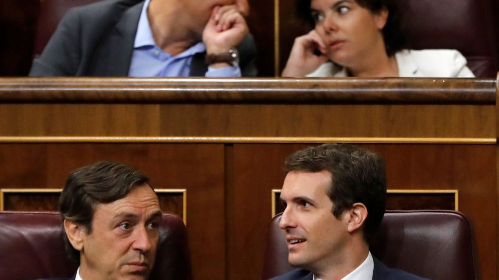 Foto: Pablo Casado y Rafael Hernando, en el Congreso, en 2018. (EFE)