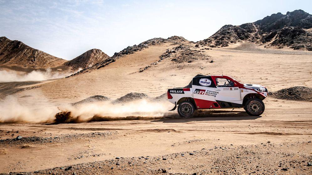 Foto: Fernando Alonso en acción en Arabia Saudí. (Toyota)