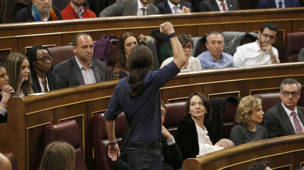 Foto: El líder de Podemos, Pablo Iglesias, durante su toma de posesión como parlamentario en la Constitución de las Cortes. (EFE)