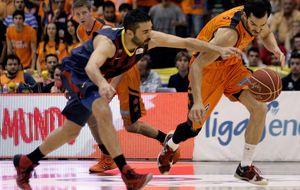 El bajón físico condena al Valencia Basket y acerca al Barça a la final