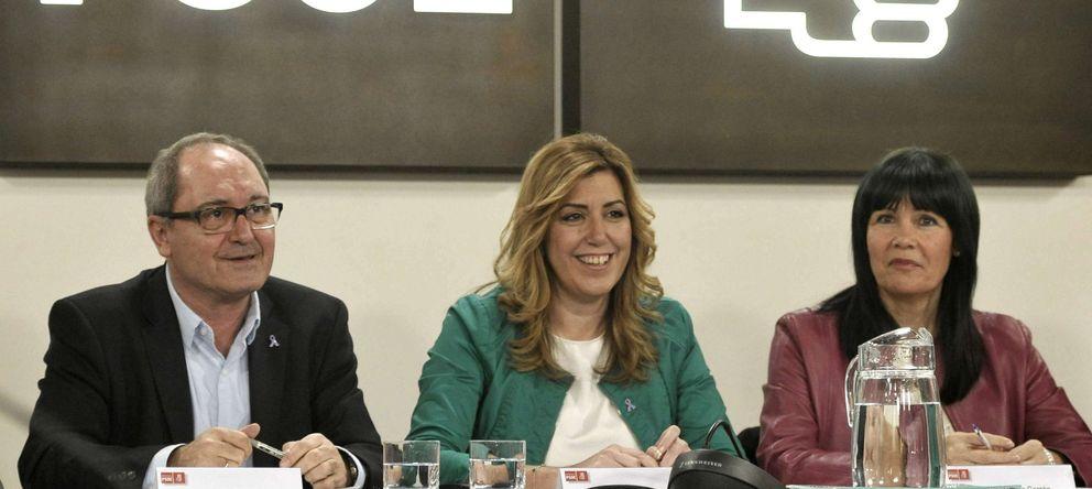 Foto: La presidenta de la Junta, Susana Díaz (c), la presidenta del partido, Micaela Navarro, y el secretario de organización, Juan Cornejo. (EFE)
