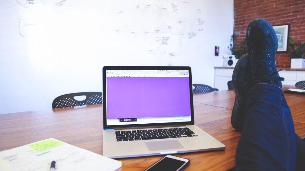 Foto: No mezcles trabajo y asuntos personales: si tus jefes te espían puede salirte caro. (Startup Stock Photos)