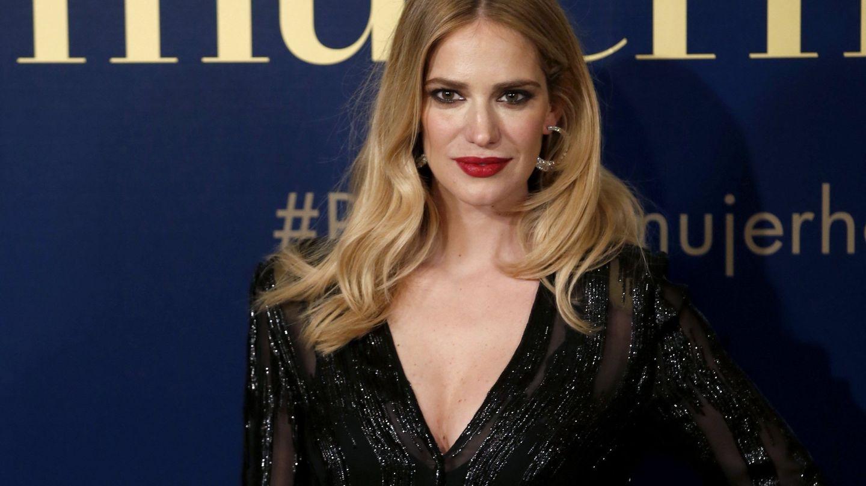 La modelo Teresa Baca, posa a su llegada a la entrega de la IX Edición de los Premios Mujer de Hoy. (EFE)