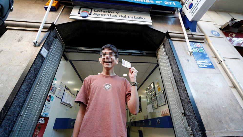 Foto: Cosmis es el menor de edad que ha ganado el primer premio de la Lotería del Niño (EFE)