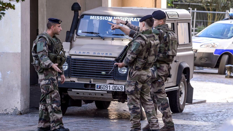 Dos detenidos por intentar atropellar a un grupo de militares en Francia