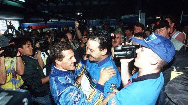 Villadelprat celebra con Shumacher una victoria en 1994. (Joan Villadelprat)