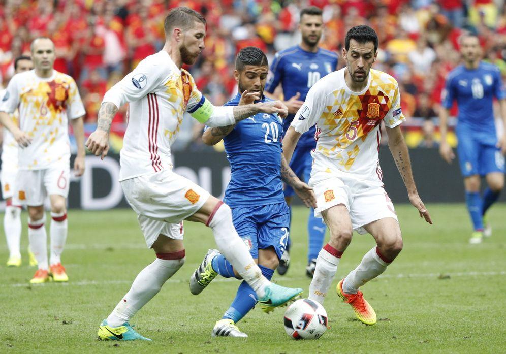 Foto: Ramos y Busquets, en la pasada Eurocopa. (EFE)
