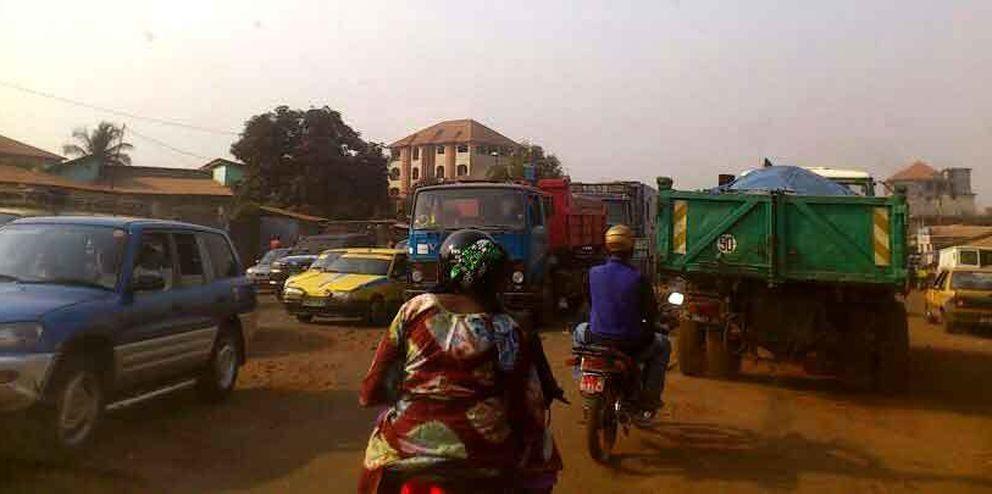 Carretera en Guinea. (Foto: Carmelo García)