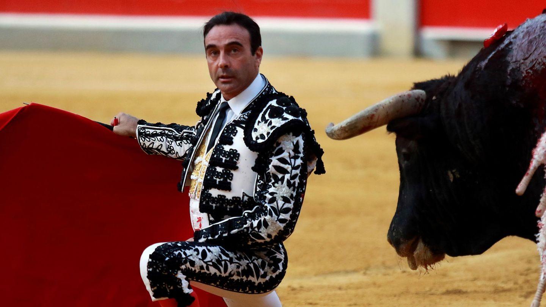 Ponce en una corrida de toros en la plaza de Granada.(EFE)