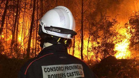 Así se combate desde dentro el violento incendio de Castellón