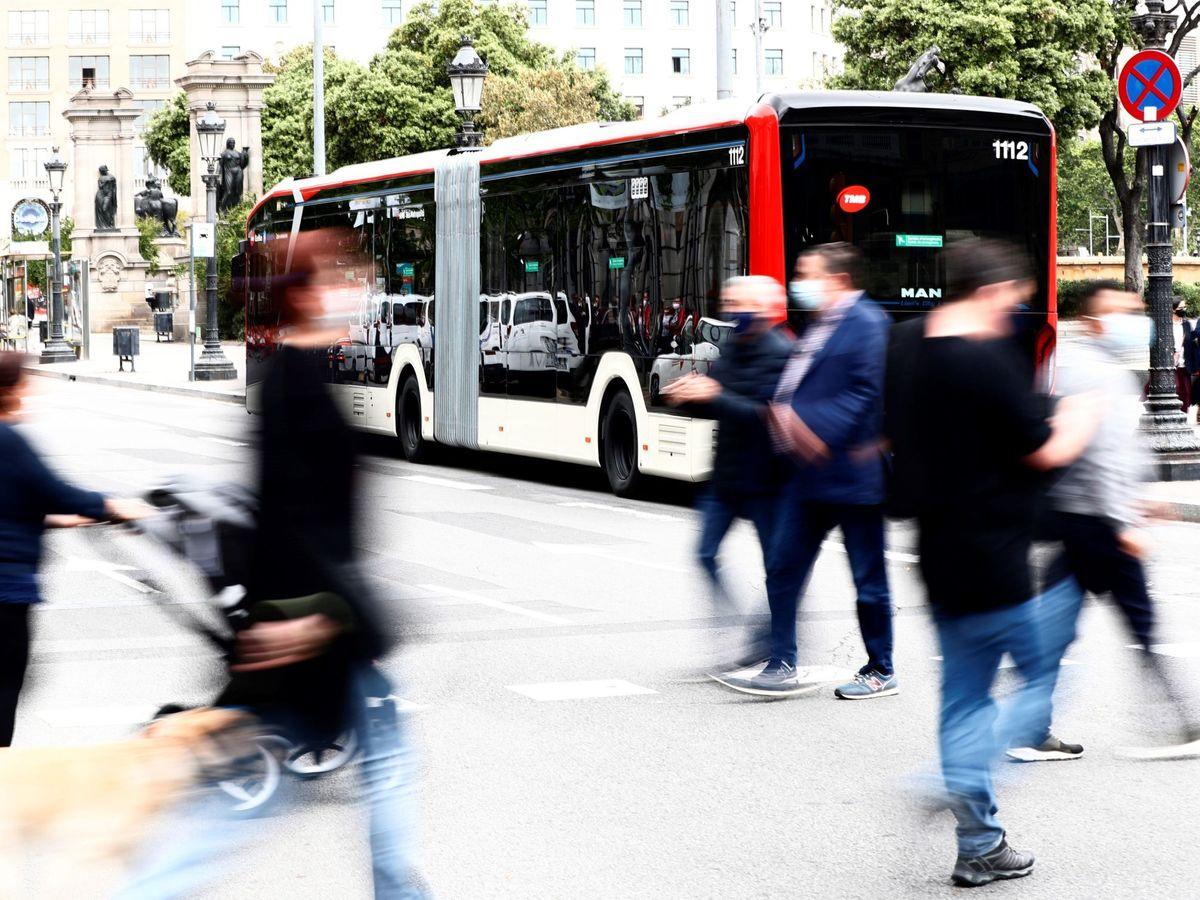 Foto: Un autobús en Barcelona. (EFE)