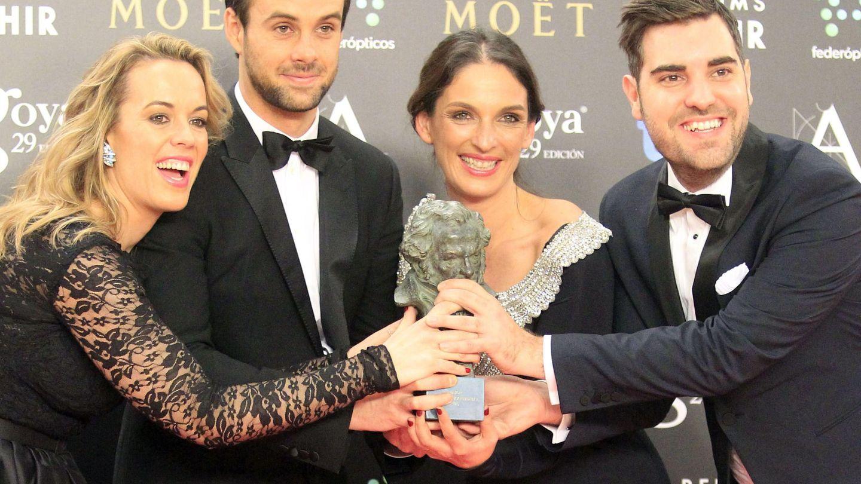 Curro Sánchez Varela y parte del equipo de 'Paco de Lucía: La búsqueda' con el  Goya a la mejor película documental de 2015. (EFE)